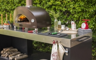 one-wood-fired-oven-with-multifunctional-base-1200x750